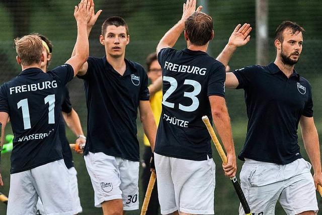 Hockeyspieler von 1844 Freiburg feiern Aufstieg