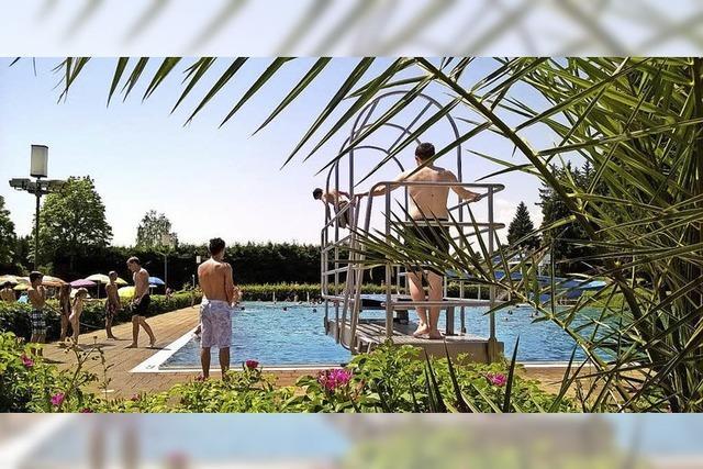 Spiele, Schwimmwettkämpfe, Musik im Waldbad Löffingen