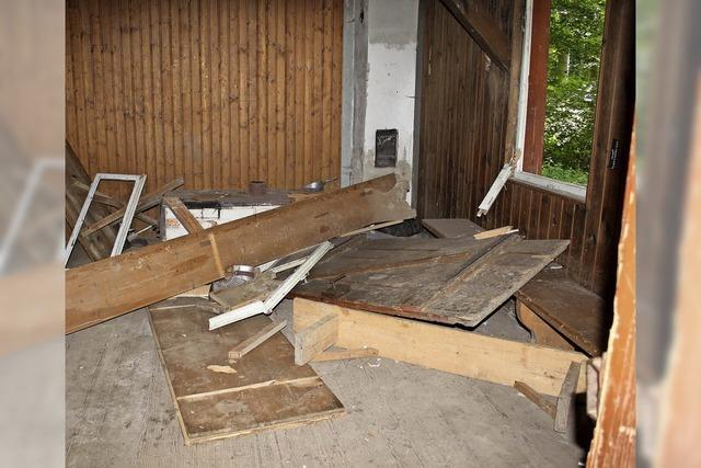 Auwaldhütte verwüstet