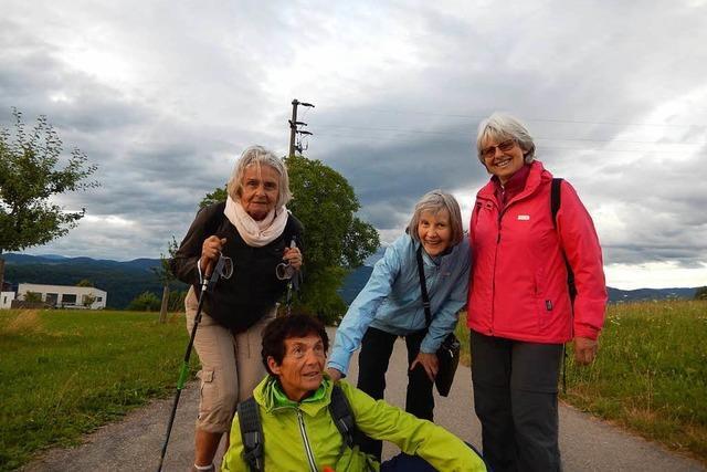 Vier Schopfheimerinnen gingen für den sozialen Zweck auf Nordic-Walking-Wallfahrt