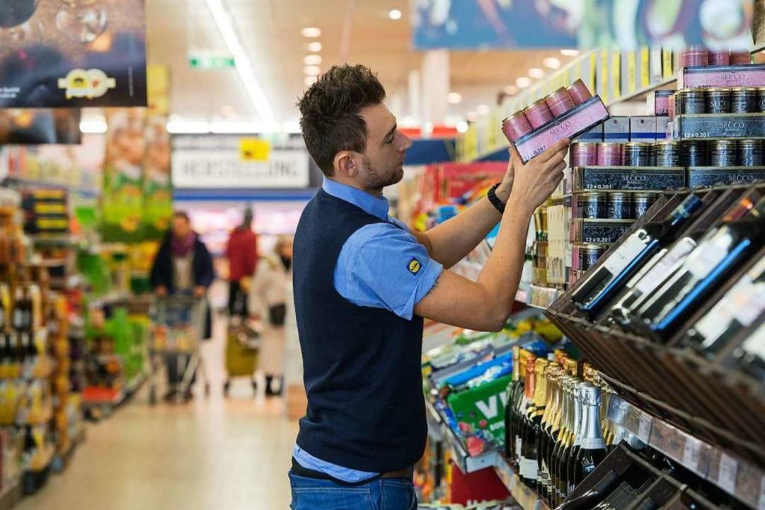 Mitarbeiter, die ihre Produkte genau k...art ein Erfolgsfaktor im Einzelhandel.  | Foto: dpa