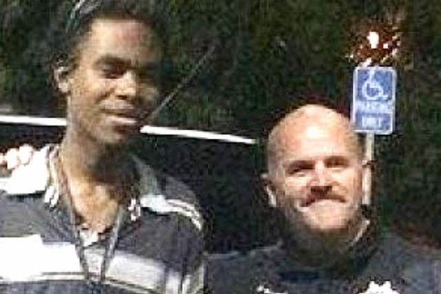 Großherziger Polizist hilft armem College-Studenten