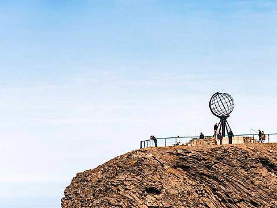 Auf dem Schieferplateau des Nordkap steht eine Globus-Skulptur (Archiv).  | Foto: © Anibal Trejo - Fotolia.com