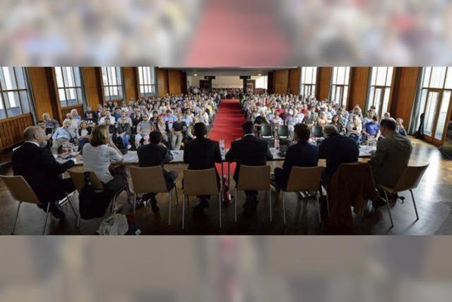 Großes Bürgerinteresse an der ersten Podiumsdiskussion mit den sechs Freiburger Bundestagskandidaten