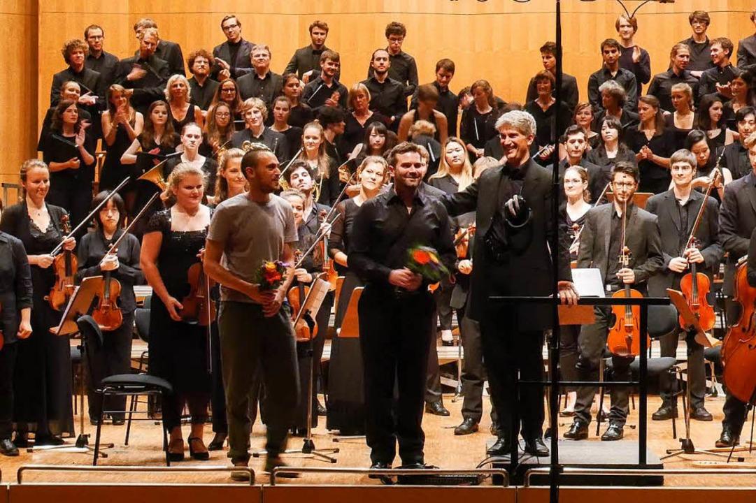 Klangregisseur Estudies, Komponist Kuh...rchester der Musikhochschule Freiburg   | Foto: Bauer