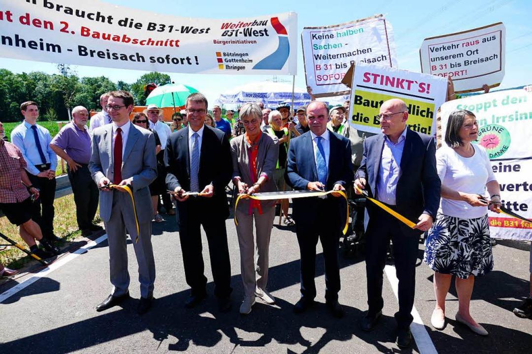 Begleitet von Forderungen zum Weiterba...straßen 114/116 dem Verkehr übergeben.    Foto: Manfred Frietsch
