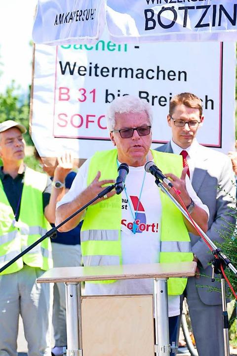 Der Bötzinger Roland Näger warb für den Weiterbau der B 31.    Foto: Manfred Frietsch