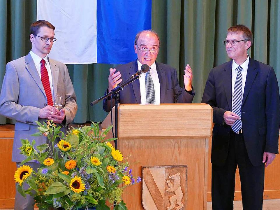 Die Bürgermeister Helmut Mursa (March,...durchfahrten durch die neue Umfahrung.    Foto: Manfred Frietsch