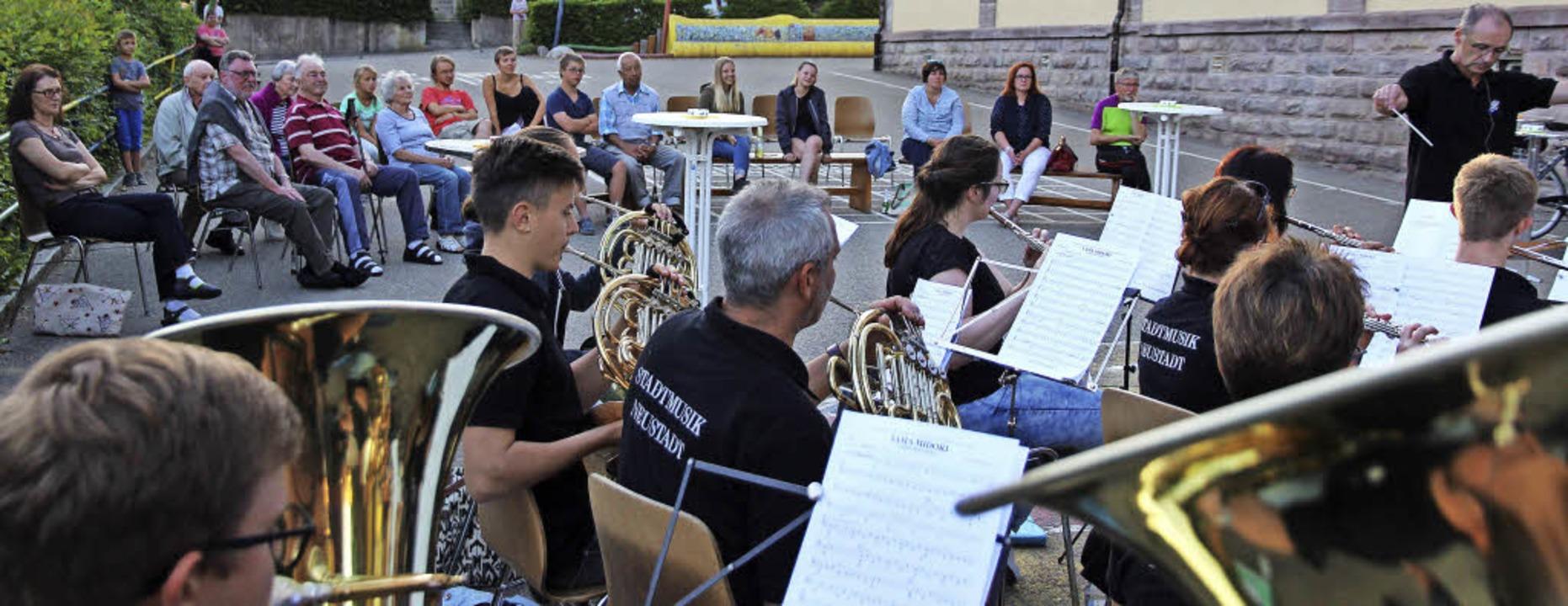Die Stadtmusik Neustadt probte im Hans...iert die Erarbeitung von Musikstücken.  | Foto: Eva Korinth