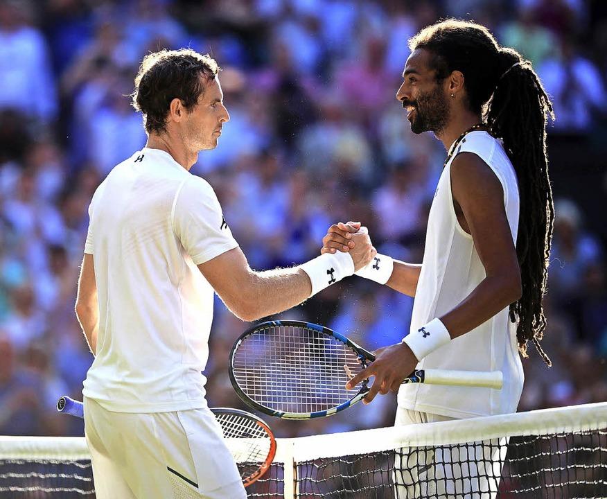 Dustin Brown (rechts) gratuliert Andy Murray zum Sieg.   | Foto: dpa