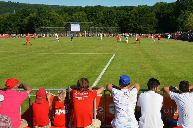 Volles Haus beim Gastspiel des SC Freiburg in Lörrach