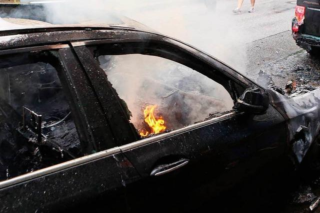 Videos zeigen brennende Autos bei den G-20-Krawallen