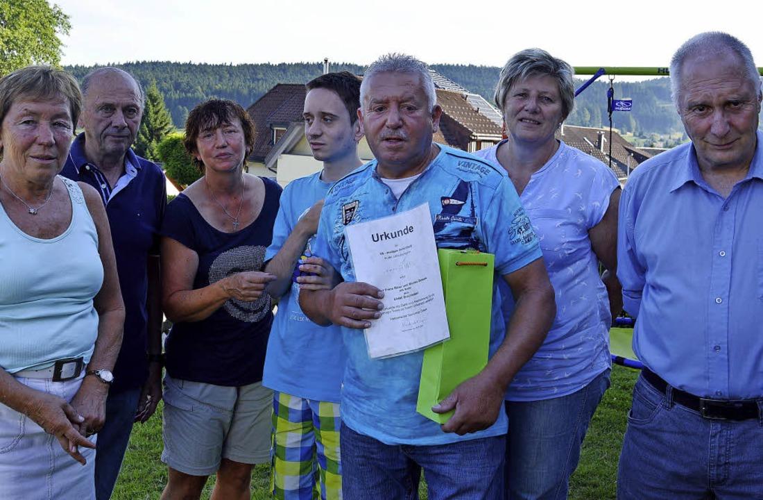 """Bei der Gästeehrung in der """"Knob...meister-Stellvertreter Helmut Eckert.     Foto: Sandhya Hasswani"""