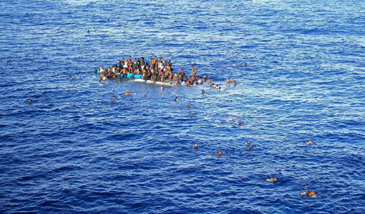 In Lebensgefahr: Bootsflüchtlinge auf dem Mittelmeer    Foto: dpa