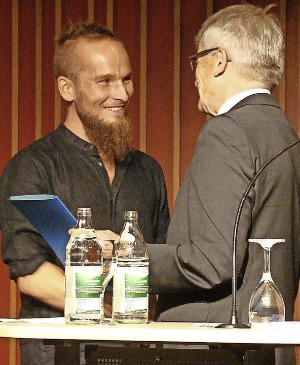 Ausgezeichnet: Finn-Ole Heinrich erhält den Preis für Junge Literatur.  | Foto: susanne ramm-weber