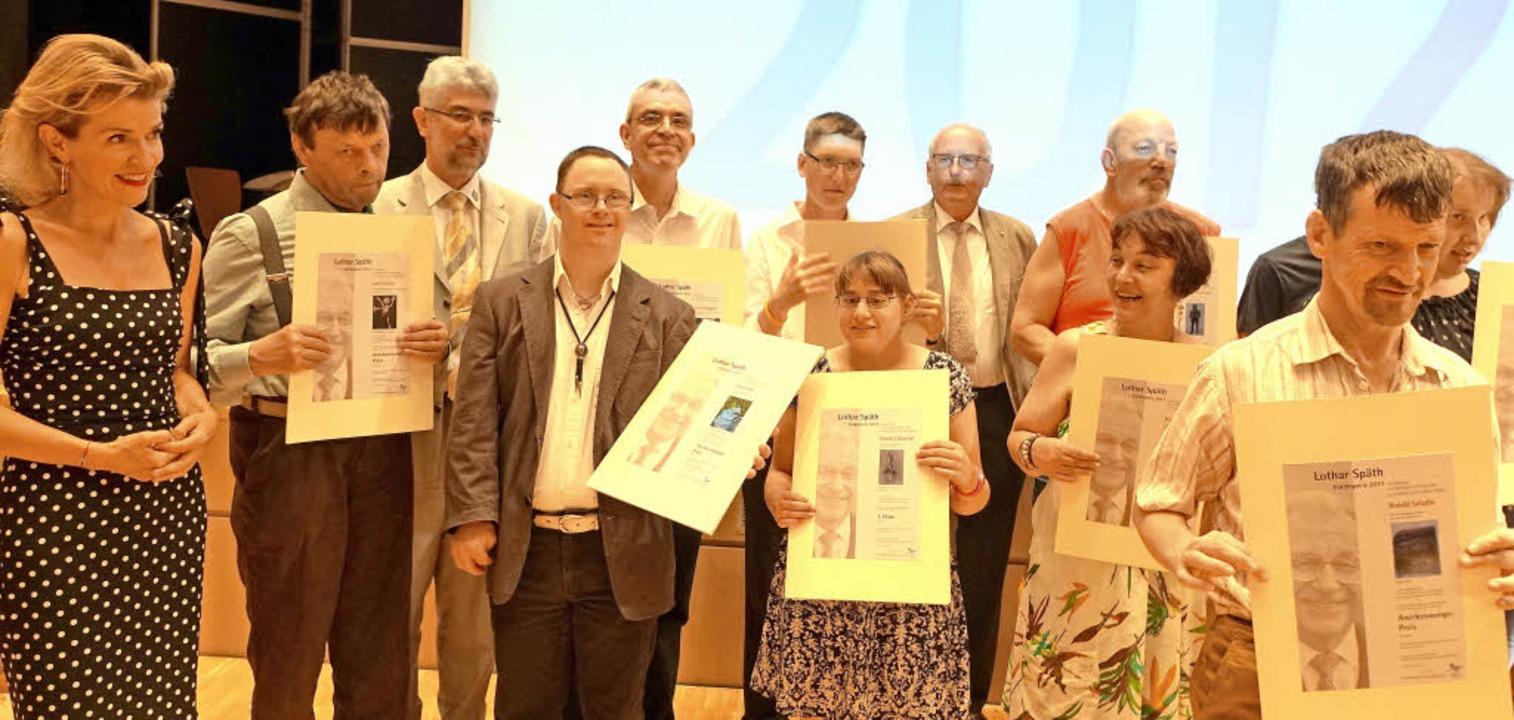 Gruppenbild mit Preisträgern: Für die ...von links) ein denkwürdiges Ereignis.   | Foto: Roswitha Frey