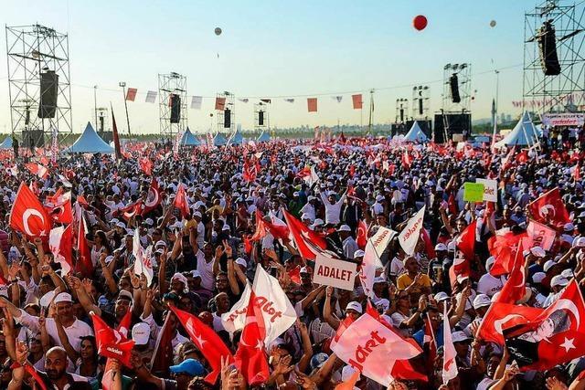 Türkische Opposition fordert bei Massenkundgebung Gerechtigkeit