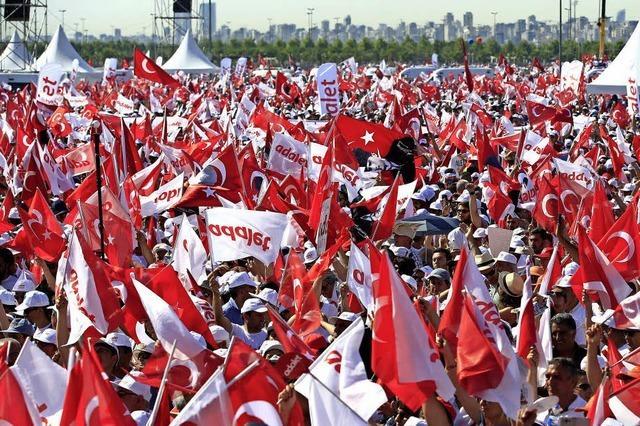 Protestmarsch setzt Türkeis Präsidenten Erdogan unter Druck
