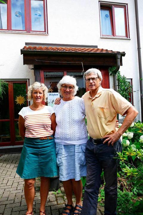 Regina Häger, Tatjana und Michael Uhrm... dem auch eine syrische Familie wohnt.    Foto: Kathrin Ganter