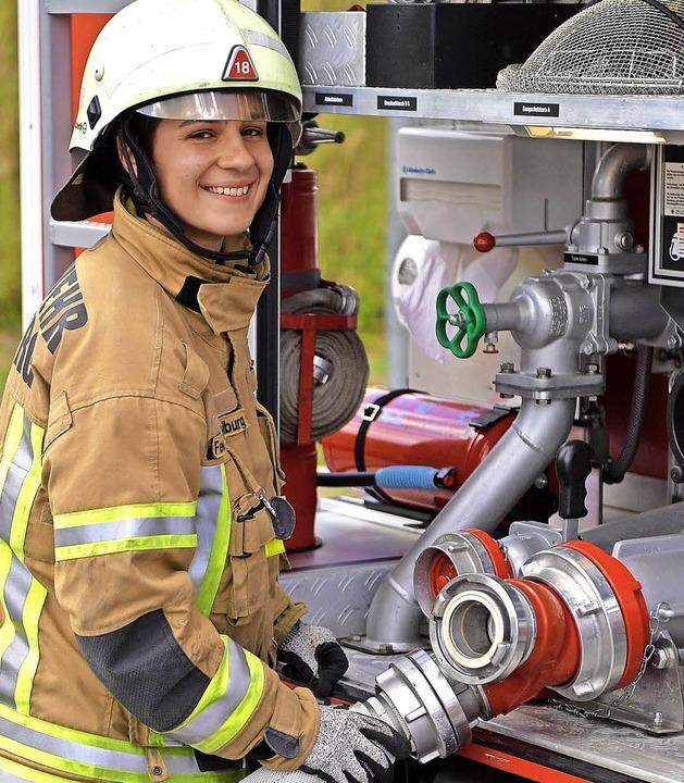 Auch immer mehr Frauen unterstützen die Feuerwehr.  | Foto: Wolfgang Scheu