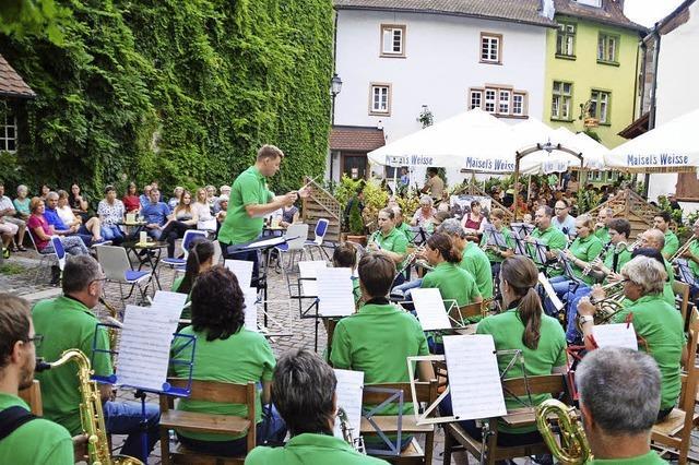 Musikalische Taufe für den Poligny-Platz