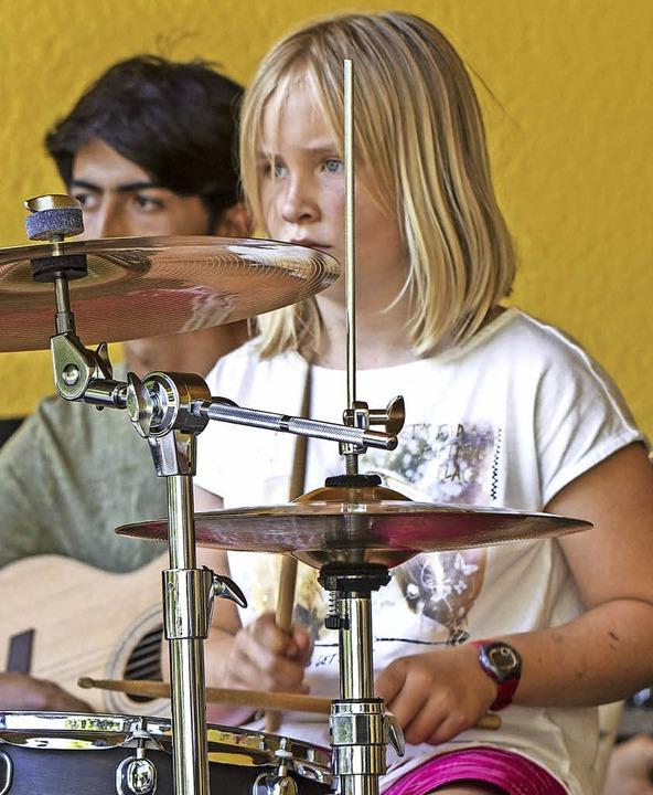 Die JMS-Band  covert Rockmusik.  | Foto: Martin hannig