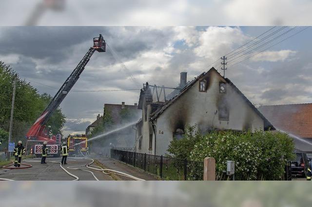 Passant rettet zwei Kinder vor Feuer