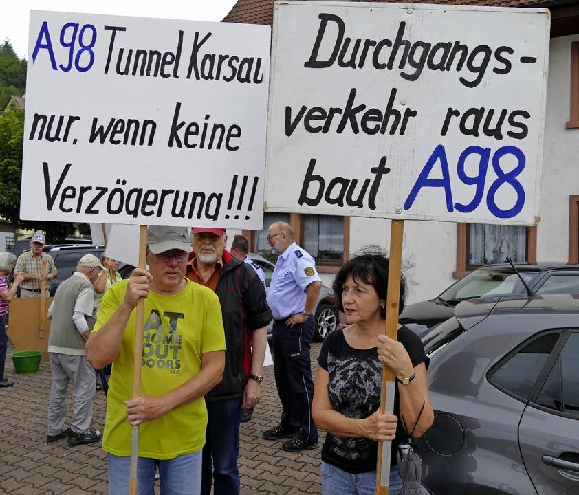Die Mitstreiter von Bürger in Not woll...n Fortschritt beim Weiterbau der A 98.  | Foto: Ingrid Böhm-Jacob