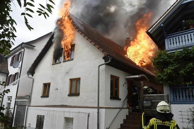 Großbrand in einem Mehrfamilienhaus in der Müllheimer Innenstadt