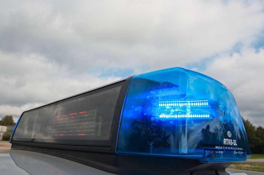 Die Polizei wurde zu einem Unfall geru... Handgreiflichkeiten kam (Symbolbild).  | Foto: dpa