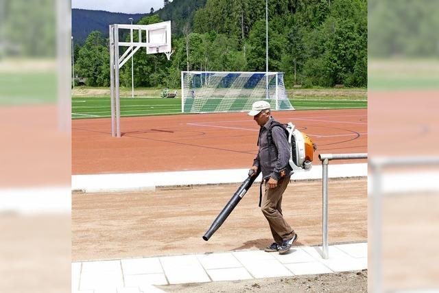 Sportplatz wird eingeweiht