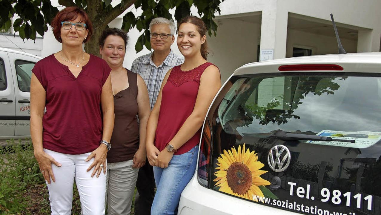 Gabriele Schmidt, Carmen Winkler und E...Freiwillige Lena Möhring (von links).   | Foto: Frey