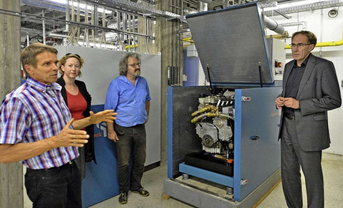 Fachleute im Heizungskeller (von links...zer und Baubürgermeister  Martin Haag   | Foto: Ingo Schneider