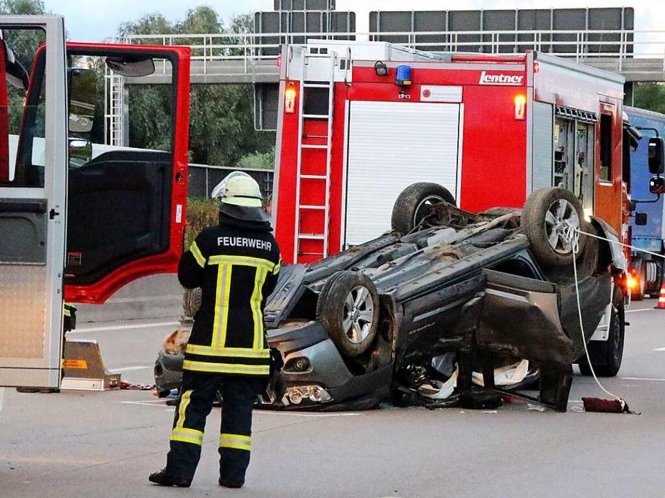 Ein ehrenamtlicher Feuerwehrmann, der ...ach den Vorfällen das Handtuch werfen.  | Foto: Roland Spether