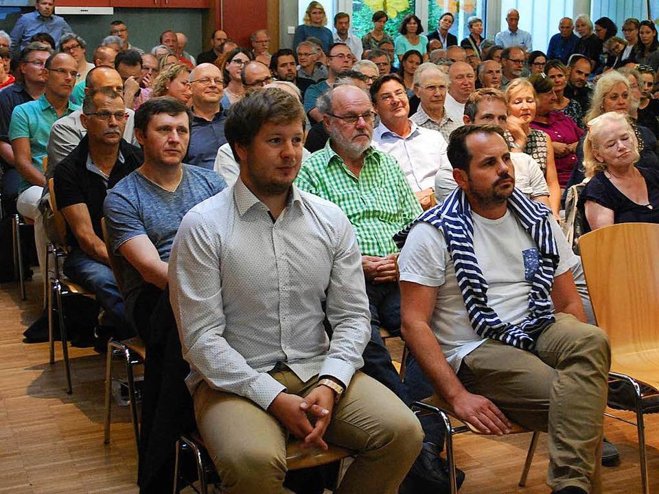 Gut 100 Interessierte kamen zur Bürgerinfo auf dem Salzert.  | Foto: Thomas Loisl Mink