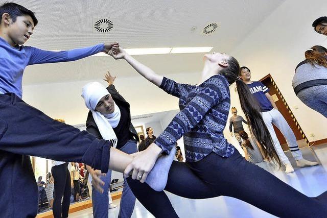 Jugendliche aus Freiburg entwickeln mit Tänzern aus New York Choreographien