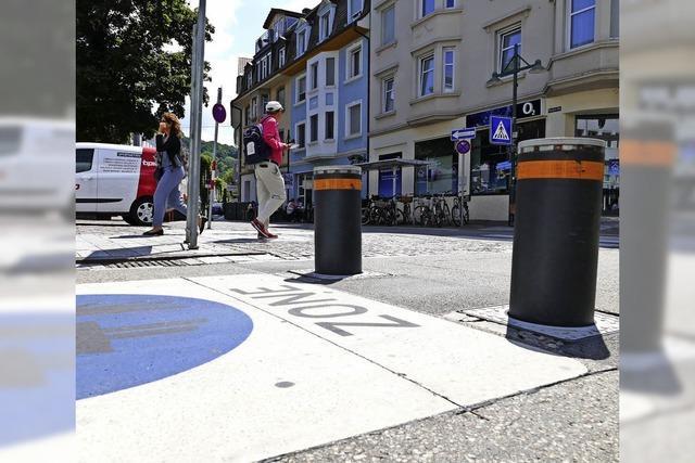 Pflaster und Zeichen markieren Fußgängerzone