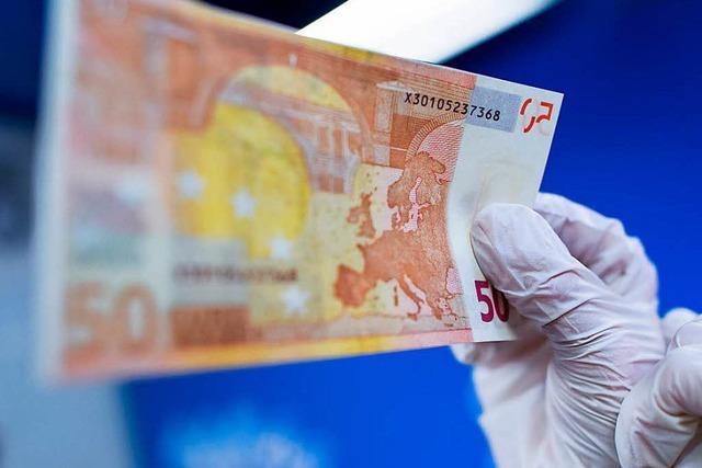 Verkäuferin erkennt falschen Geldschein