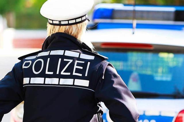 Trickdieb mit Herrenhandtasche bestiehlt 81-Jährige in Betzenhausen