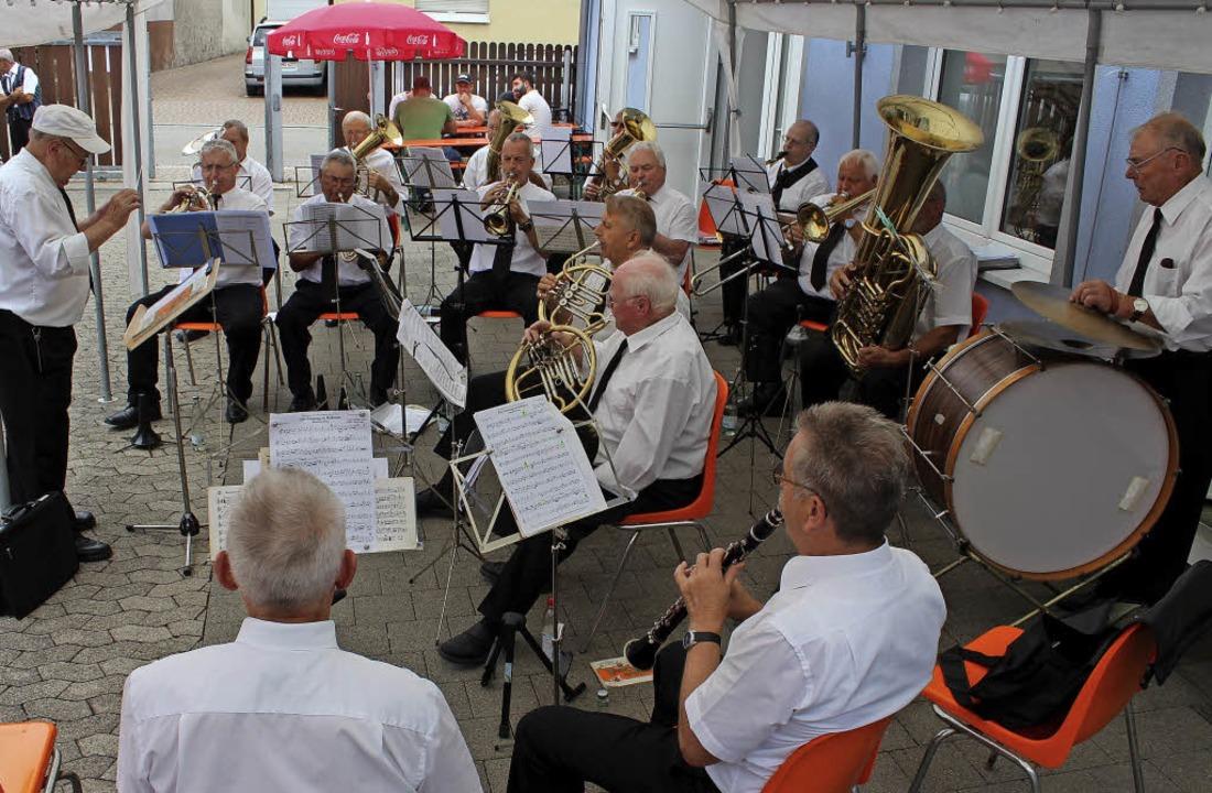 Die  Traditionskapelle des Musikverein...im bei ihrem Auftritt beim Sommerfest.    Foto: Mario Schöneberg