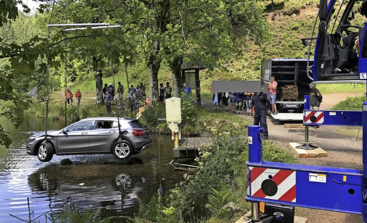Hilfskräften gelang es, den abgetaucht... Freitagmittag aus dem See zu hieven.   | Foto: Polizei