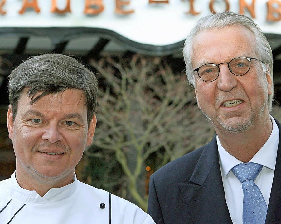Harald Wohlfahrt (links) und Hotelier Heiner Finkbeiner  | Foto: DPA