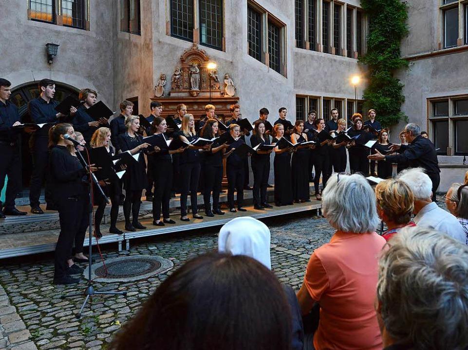 Der Auftritt des Kammerchor der Musikhochschule.  | Foto: Rita Eggstein