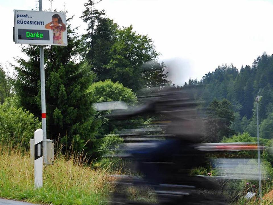 Danke: Dieser Motorradfahrer ist leise unterwegs.  | Foto: Nicolai Kapitz