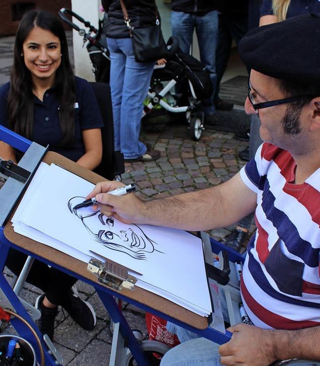 Groß ist die Nachfrage beim  Karikaturisten Tuncay Erol  | Foto: Dieter Maurer