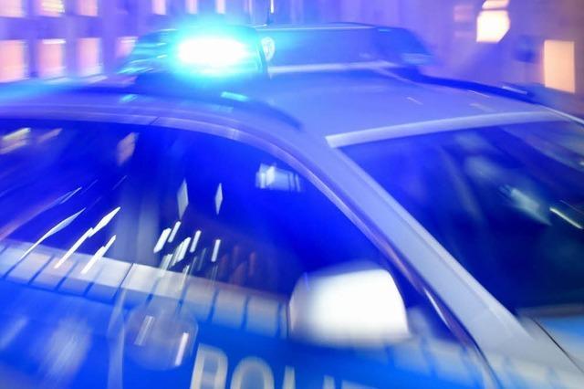 Betrunkener will Polizisten beißen
