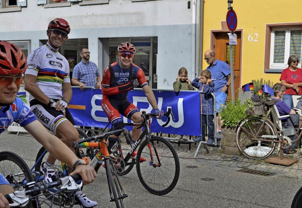 Beim Start der Dreiräder: Weltmeister ... sein Freund Steven Peace aus den USA.    Foto: Nikolaus Bayer