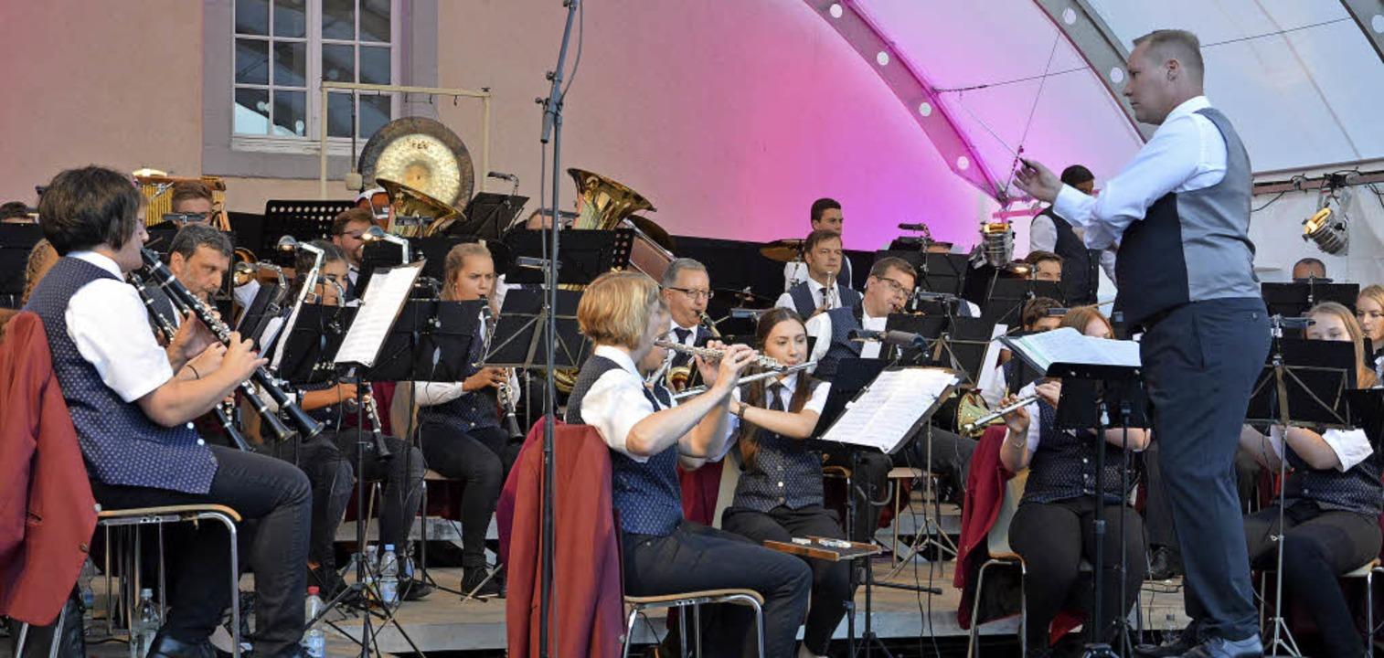 Überzeugten beim Schlossplatzkonzert: ...t Thorsten Klawonn und sein Orchester.    Foto: Benedikt Sommer