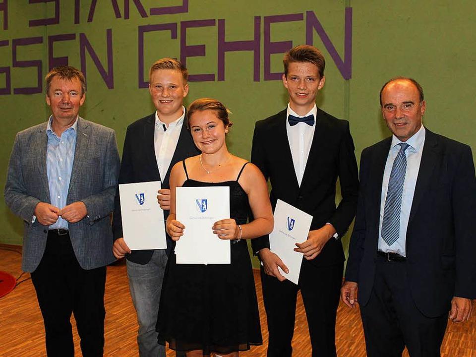 Den Wilhelm-August-Lay-Preis  2017 übe...inks), Fabienne Lips und Patrick Hunn.  | Foto: Mario Schöneberg