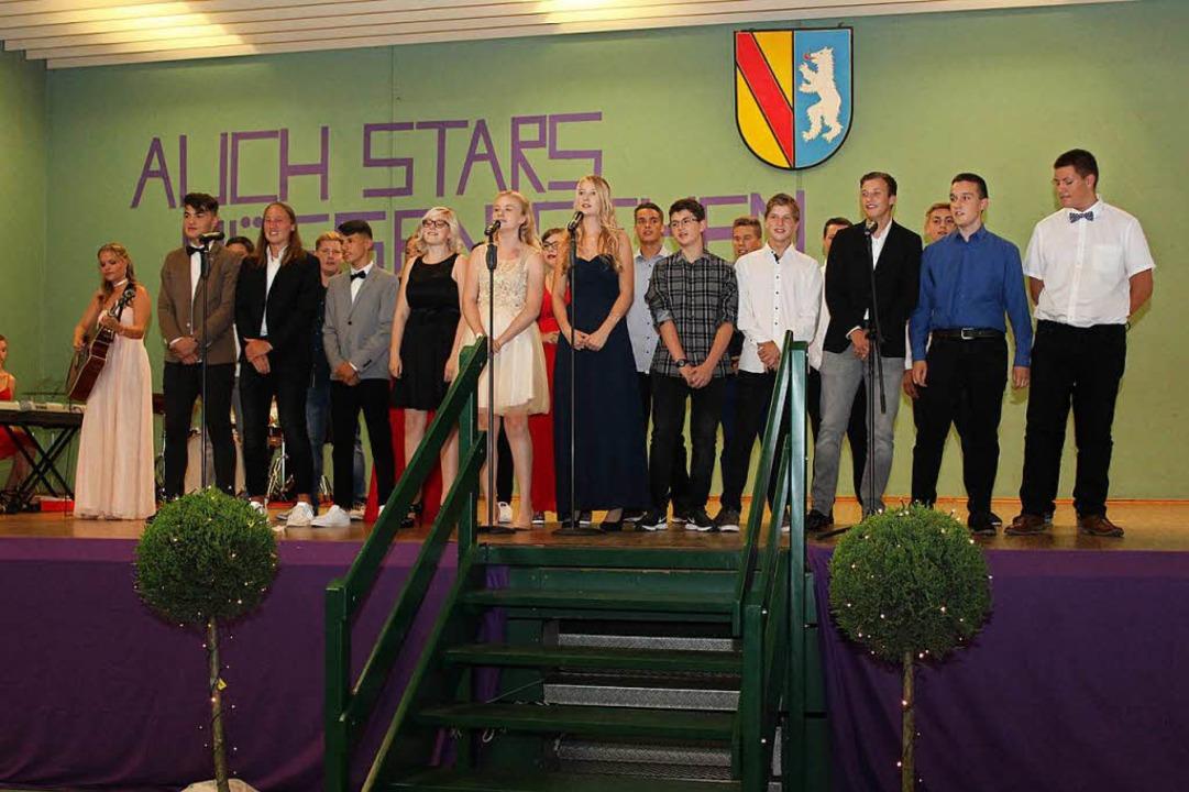 Die Klasse 10c verabschiedete sich mit...; von ihrer Wilhelm-August-Lay-Schule.  | Foto: Mario Schöneberg